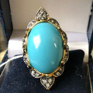 Jewelry - Gold tone Ring